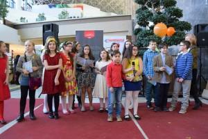 copiii  cântând